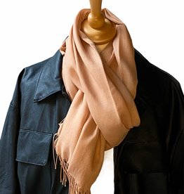 Scarf coton in  ligth camel with small fringles.