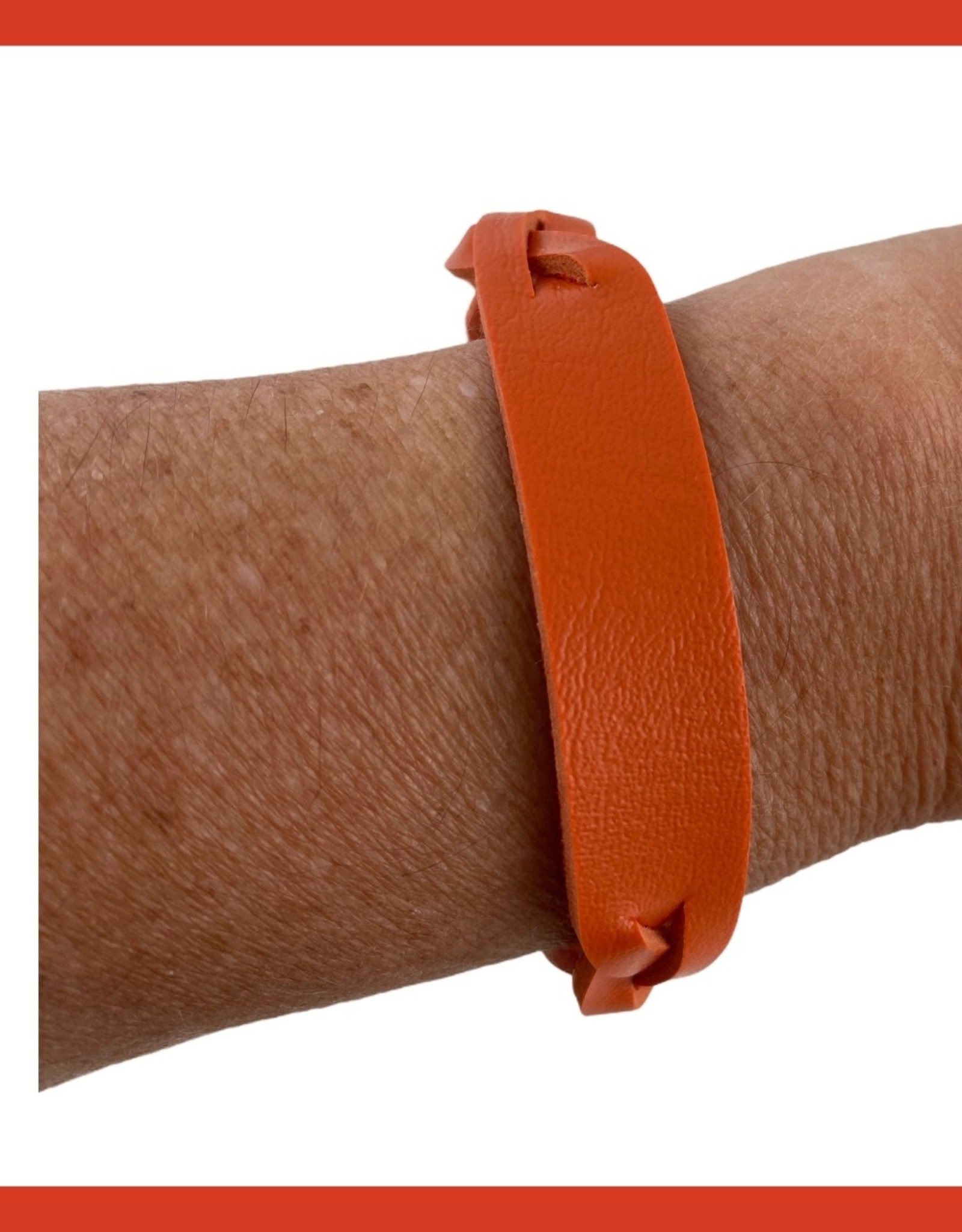 Braided leather wristbands, locks with bottom