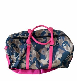 Duffelbag with camouflage fabric.