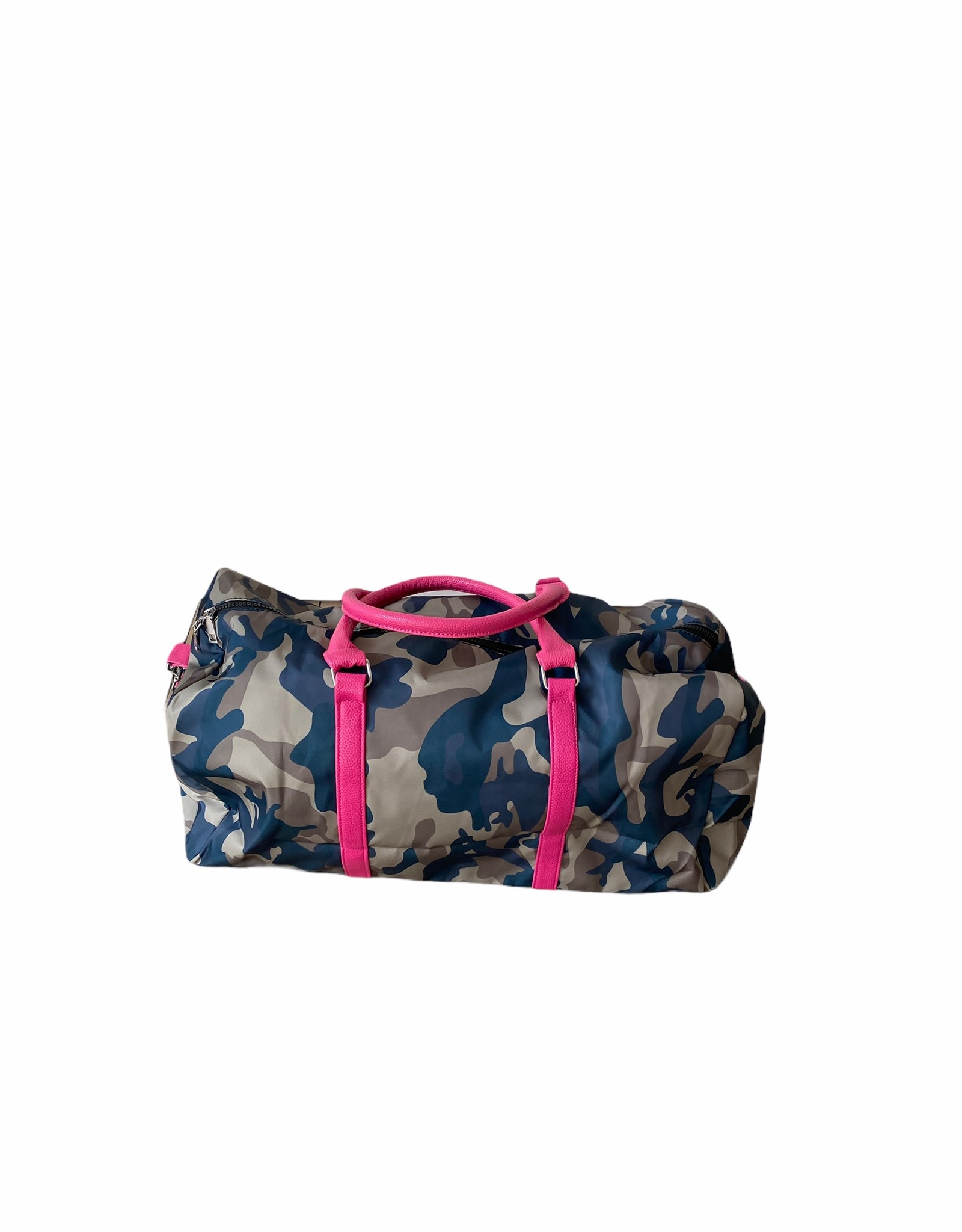 Weekendtas in camouflage waterafstotende stof.  Handvaten in kunstleder, lange riem in stof.