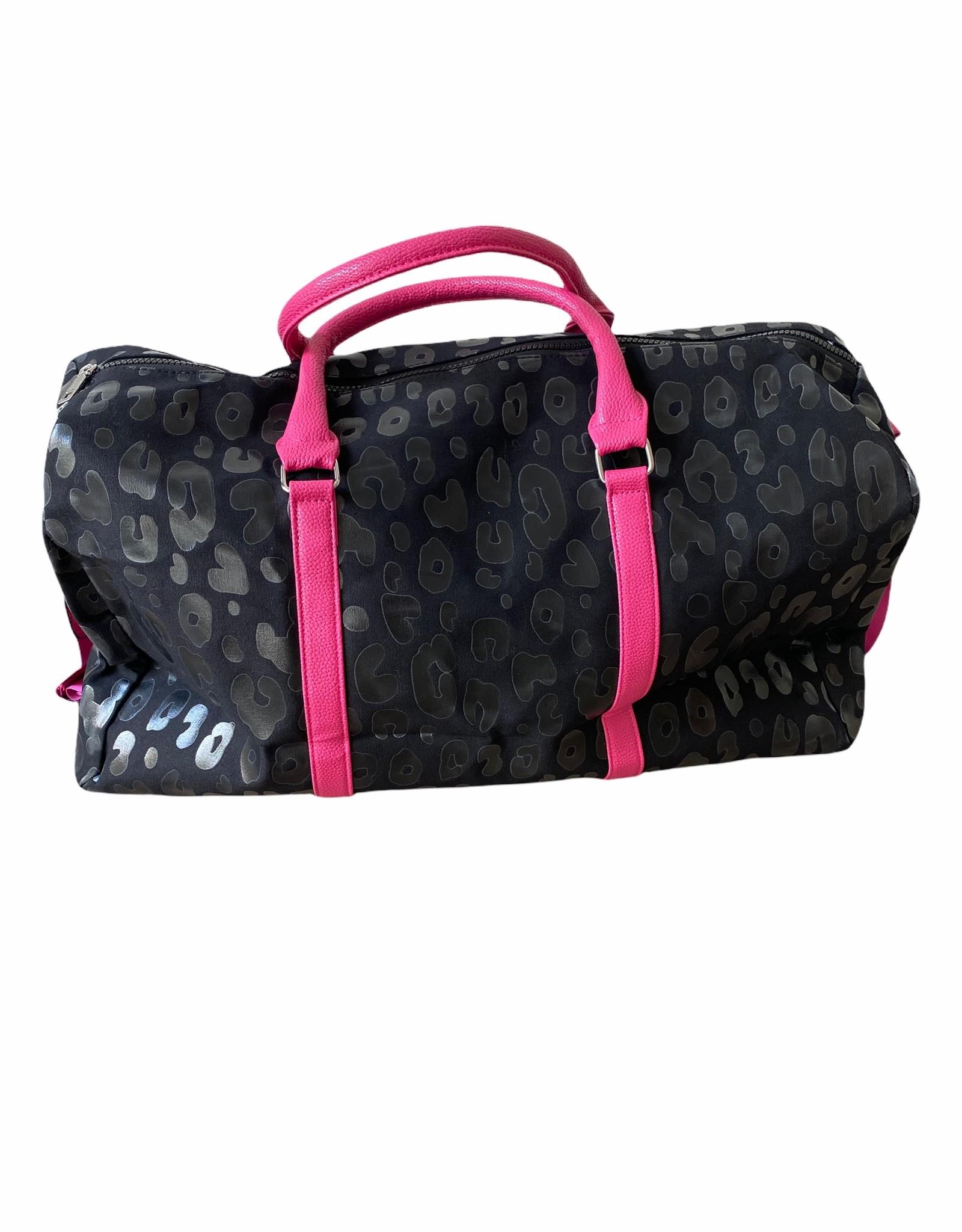 Duffelbag in black panter fabric.