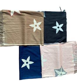 Zachte sjaals met groot logo en franjes, verschillende kleuren