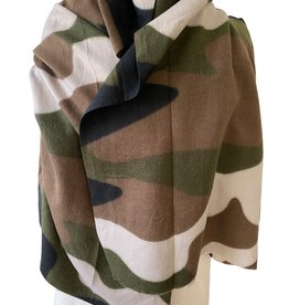 Wide long scarf in camouflage print