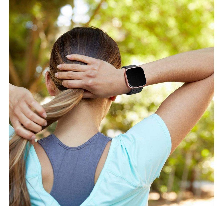 Strap-it® Fitbit Versa siliconen bandje met gaatjes (zwart)