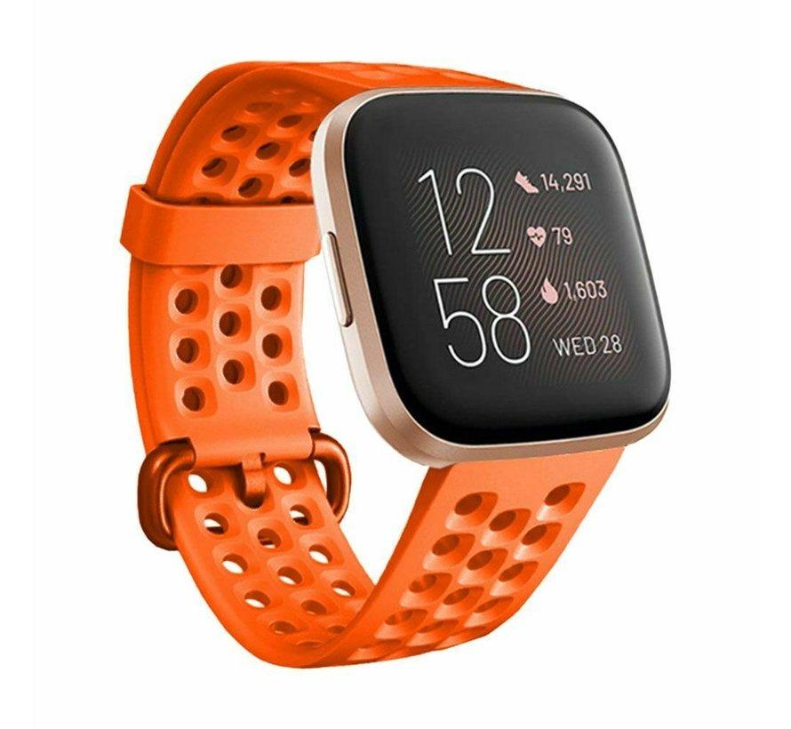 Strap-it® Fitbit Versa siliconen bandje met gaatjes (oranje)