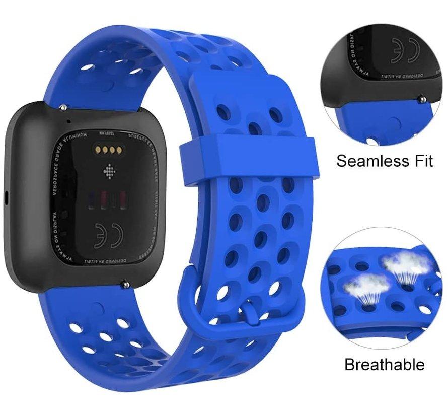Strap-it® Fitbit Versa siliconen bandje met gaatjes (blauw)