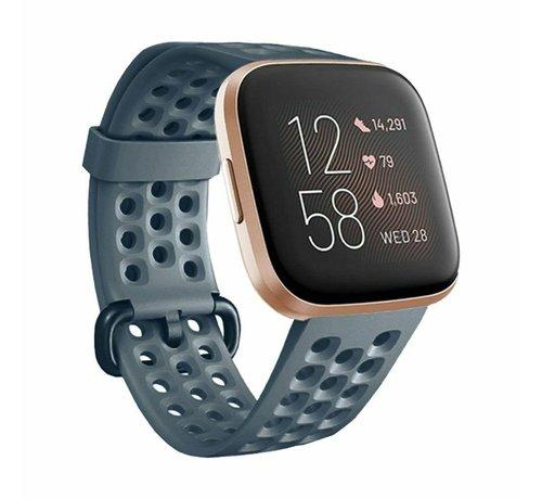 Strap-it® Strap-it® Fitbit Versa siliconen bandje met gaatjes (grijsblauw)