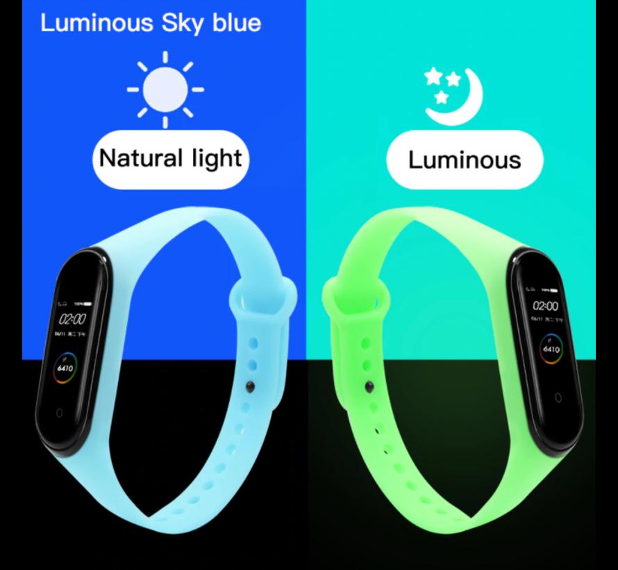 Strap-it® Xiaomi Mi band 5 siliconen bandje (lichtgevend blauw)