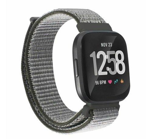 Strap-it® Strap-it® Fitbit Versa nylon bandje (olijfgroen)
