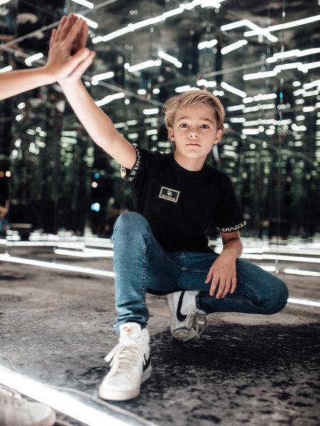 2LEGARE Kids Badge T-Shirt - Black/Neon Yellow