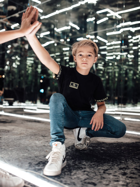 KIDS BADGE TEE - BLACK/NEON YELLOW