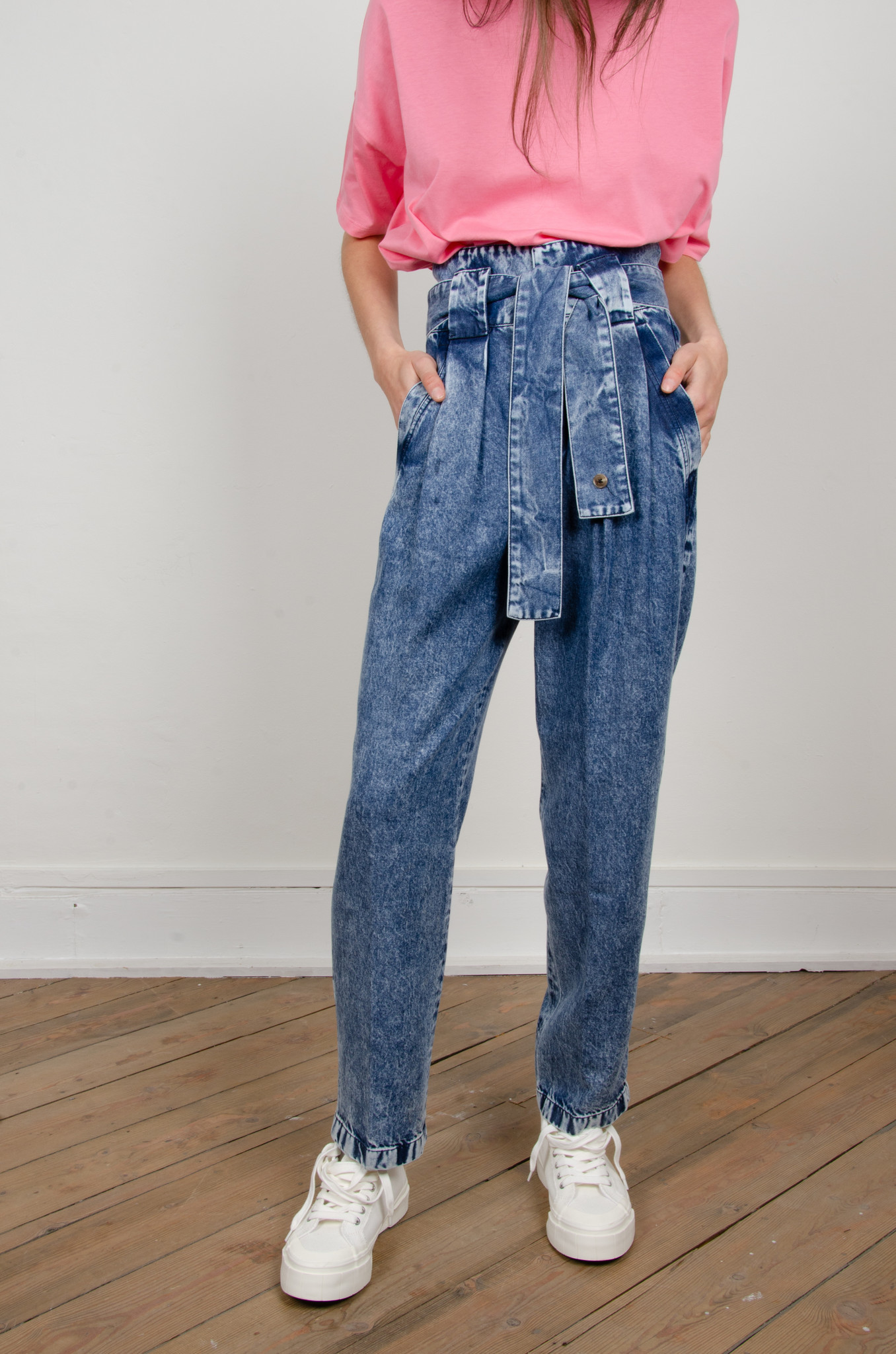 HIGH RISE BELTED LYOCELL JEANS-1