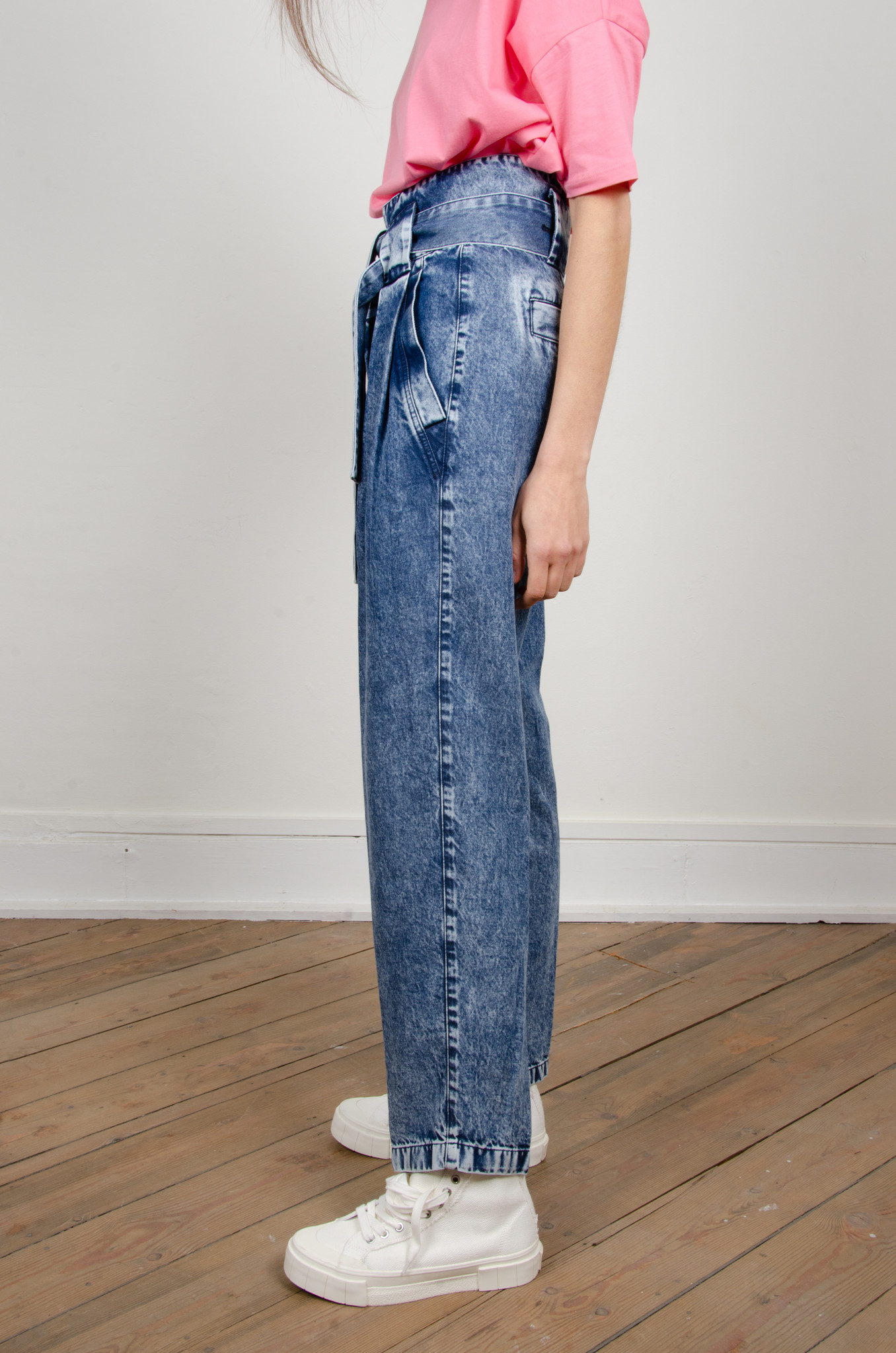 HIGH RISE BELTED LYOCELL JEANS-3