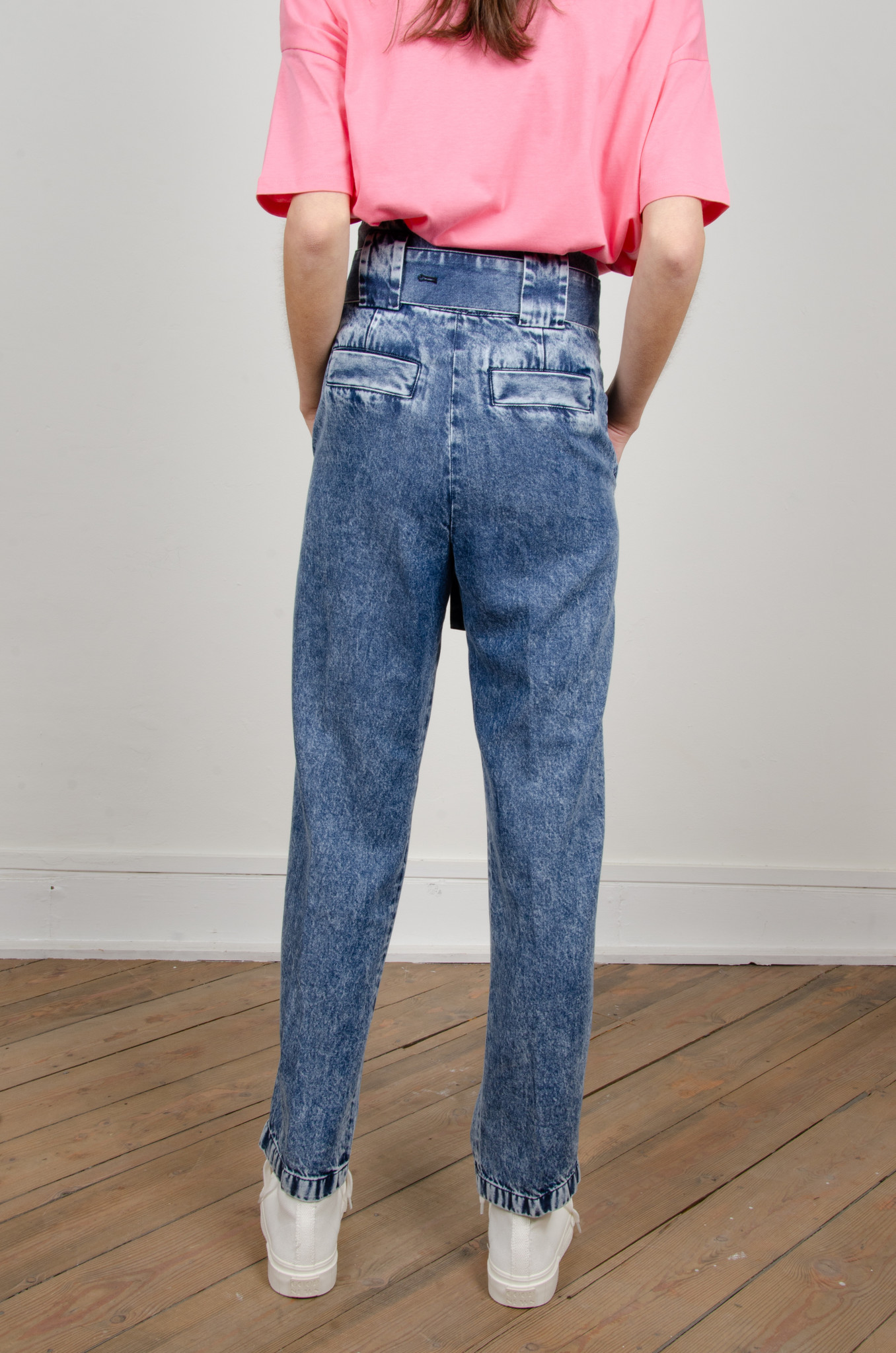 HIGH RISE BELTED LYOCELL JEANS-4