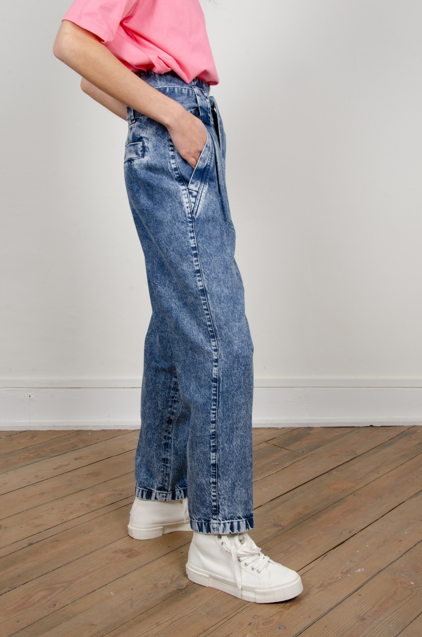 HIGH RISE BELTED LYOCELL JEANS-5