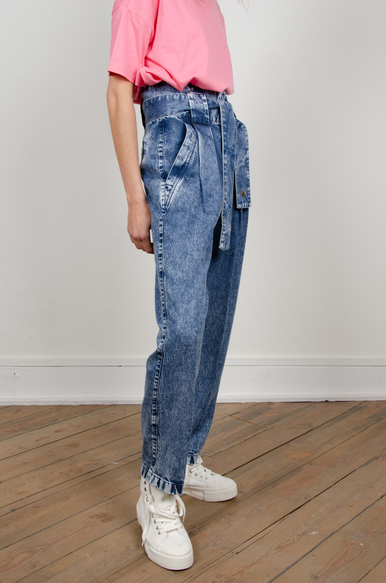 HIGH RISE BELTED LYOCELL JEANS-6