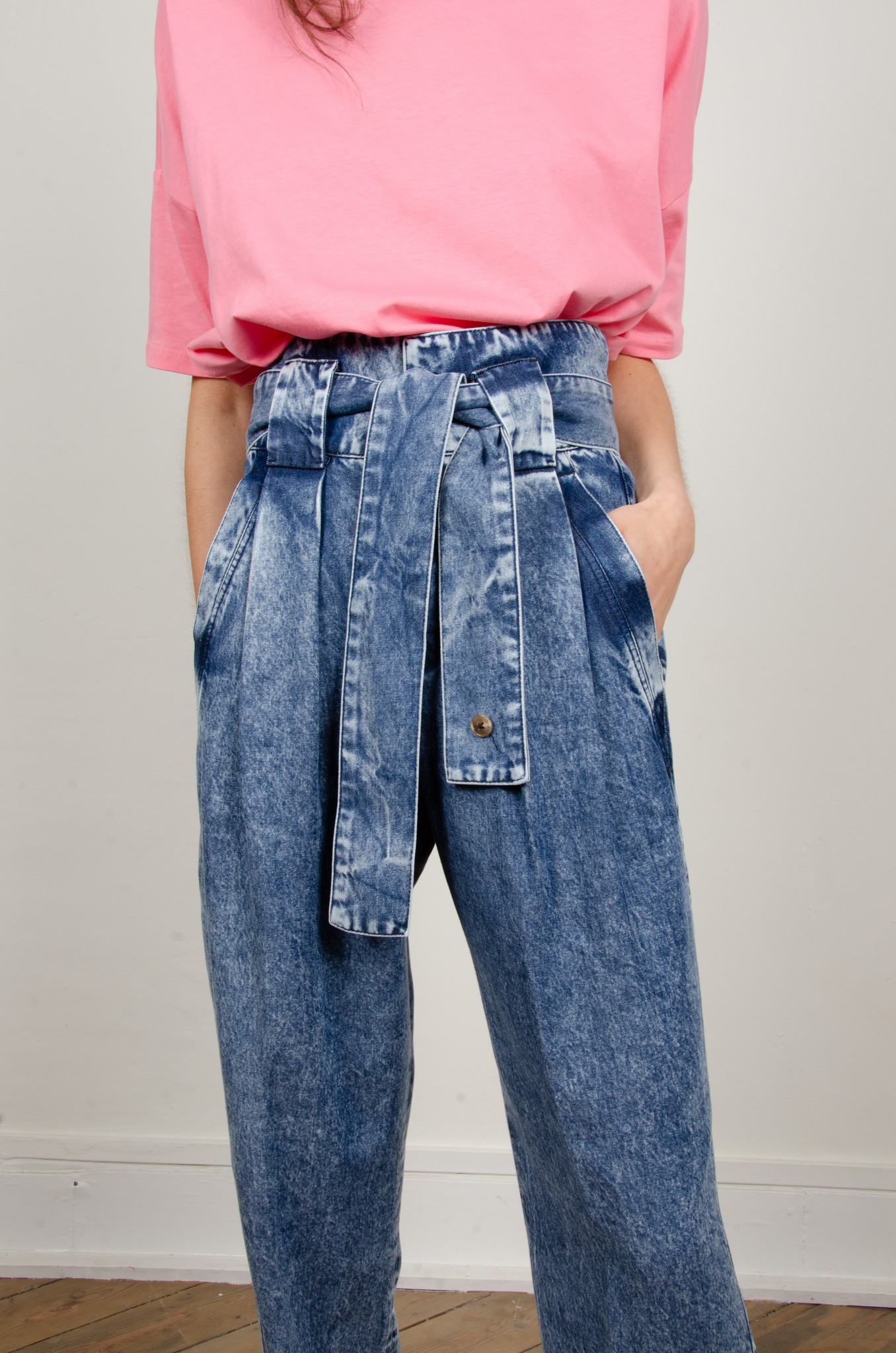 HIGH RISE BELTED LYOCELL JEANS-2