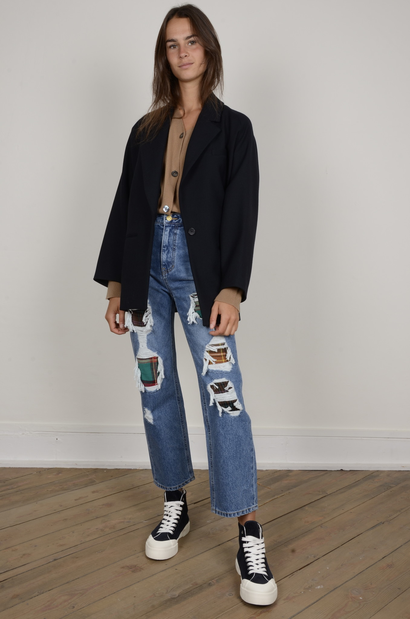 DISTRESSED JEANS-7