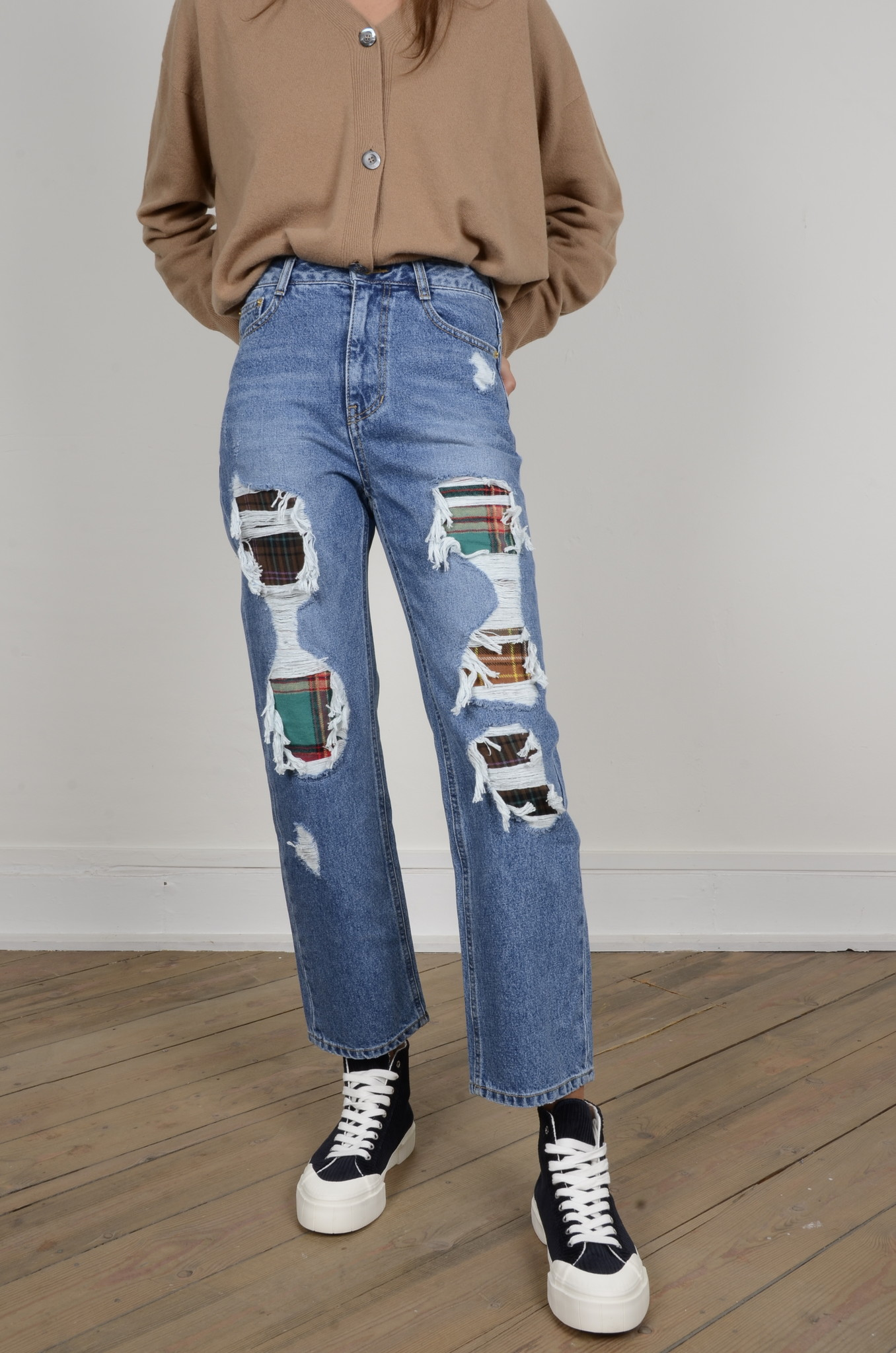DISTRESSED JEANS-6