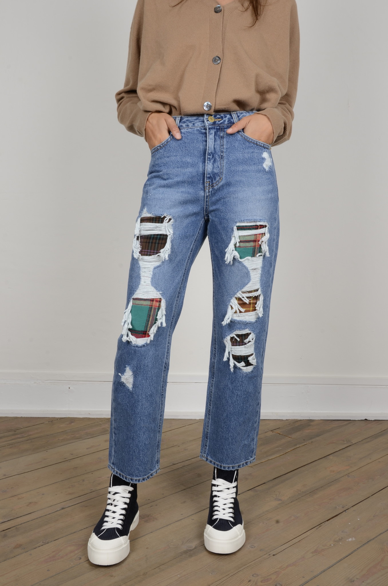 DISTRESSED JEANS-1