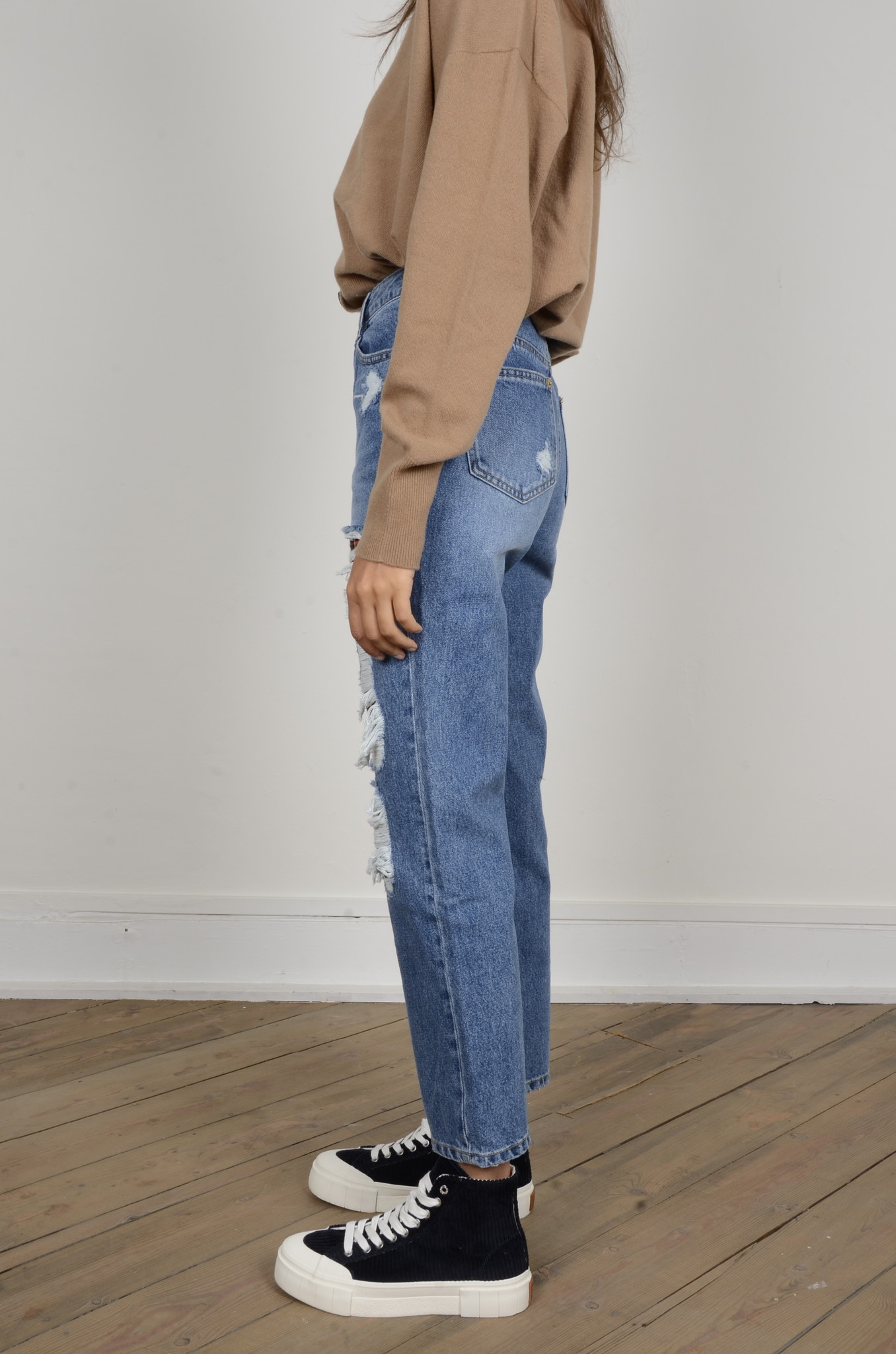 DISTRESSED JEANS-2