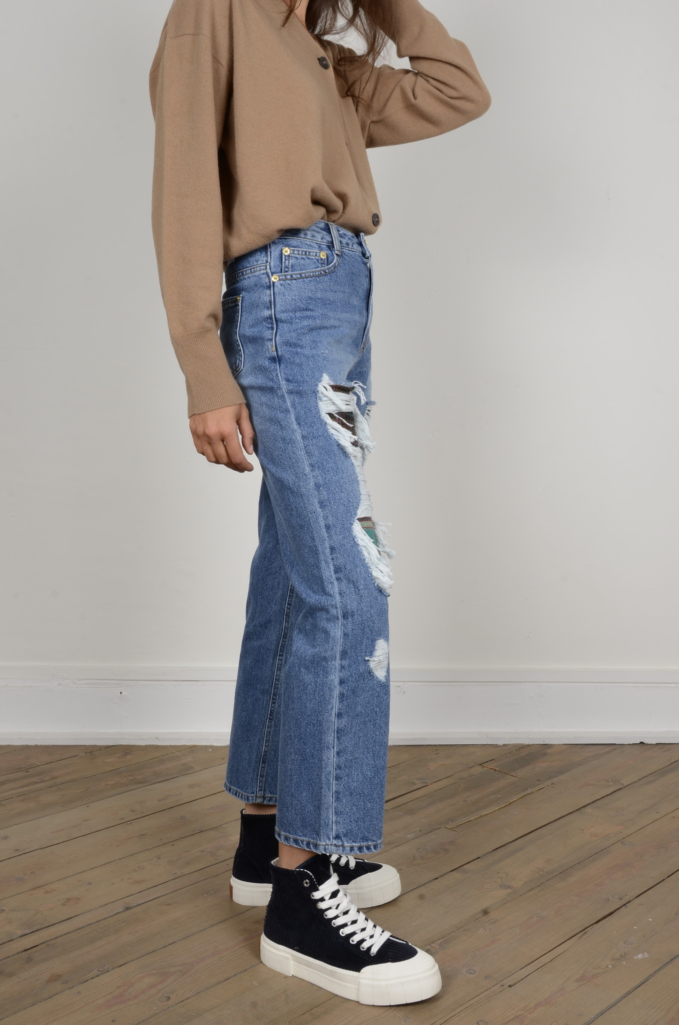 DISTRESSED JEANS-4