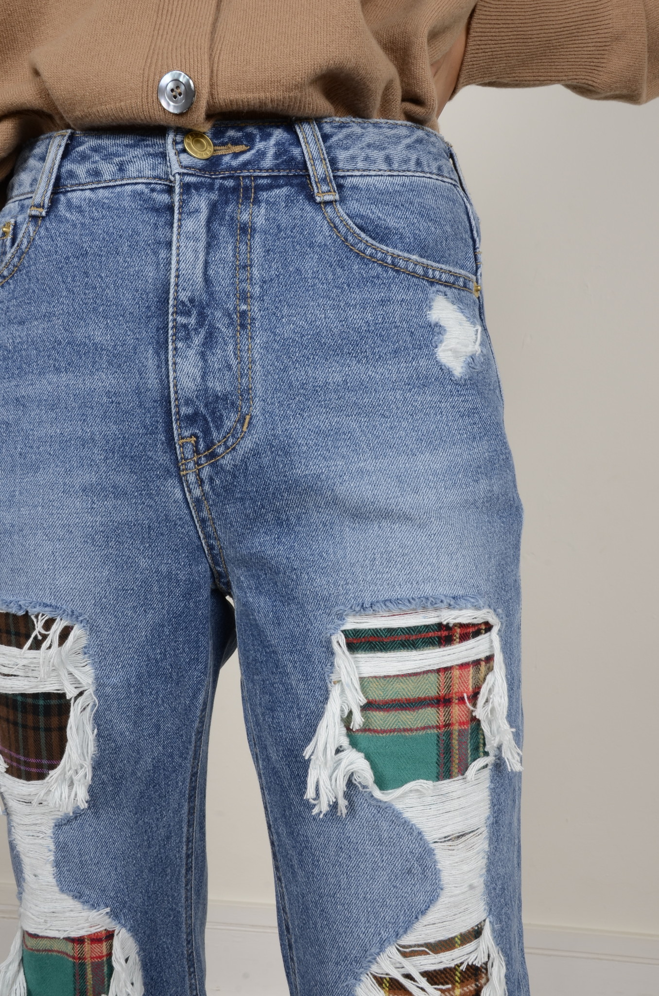 DISTRESSED JEANS-5