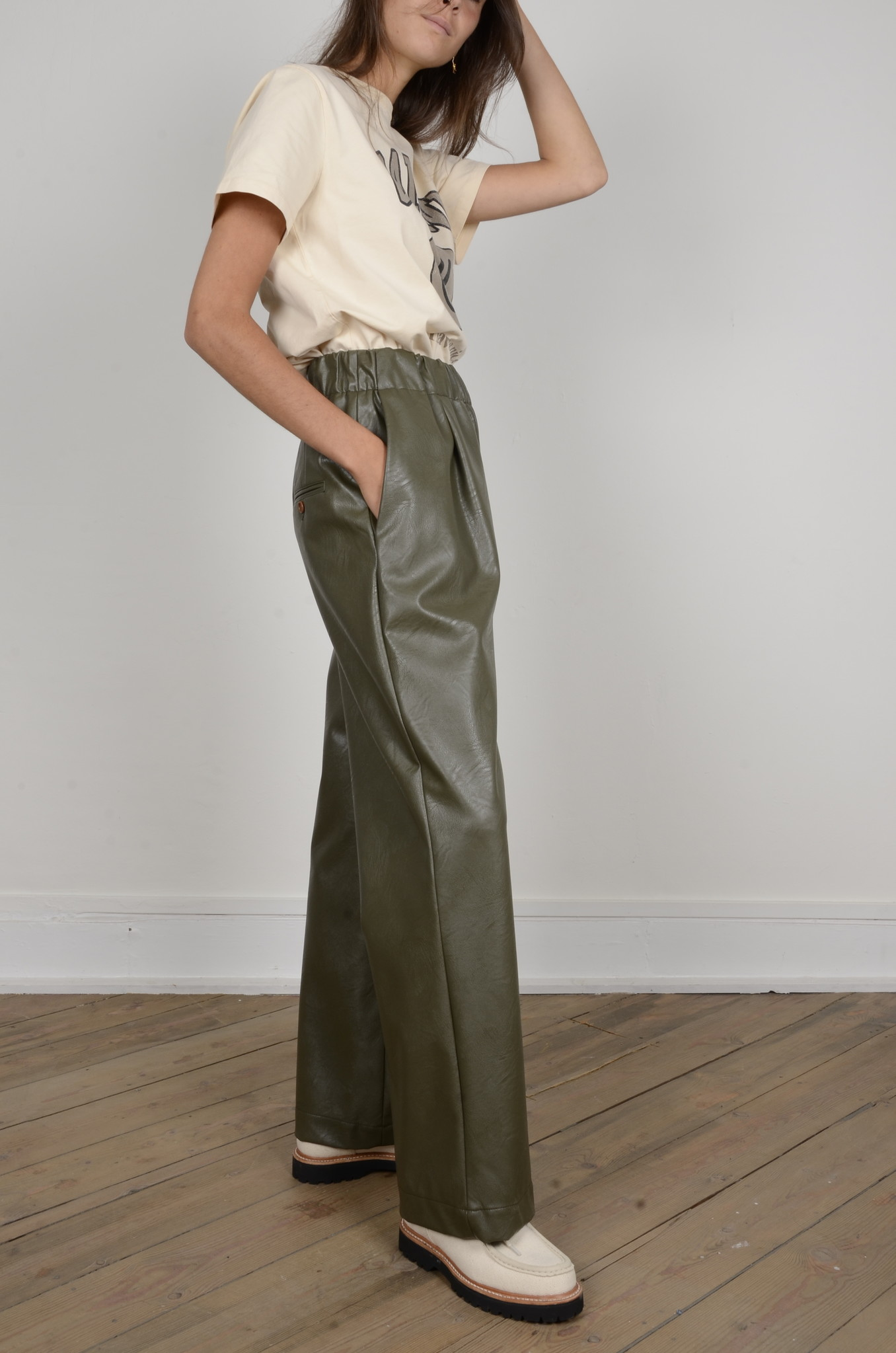 VEGAN LEATHER TROUSERS-4
