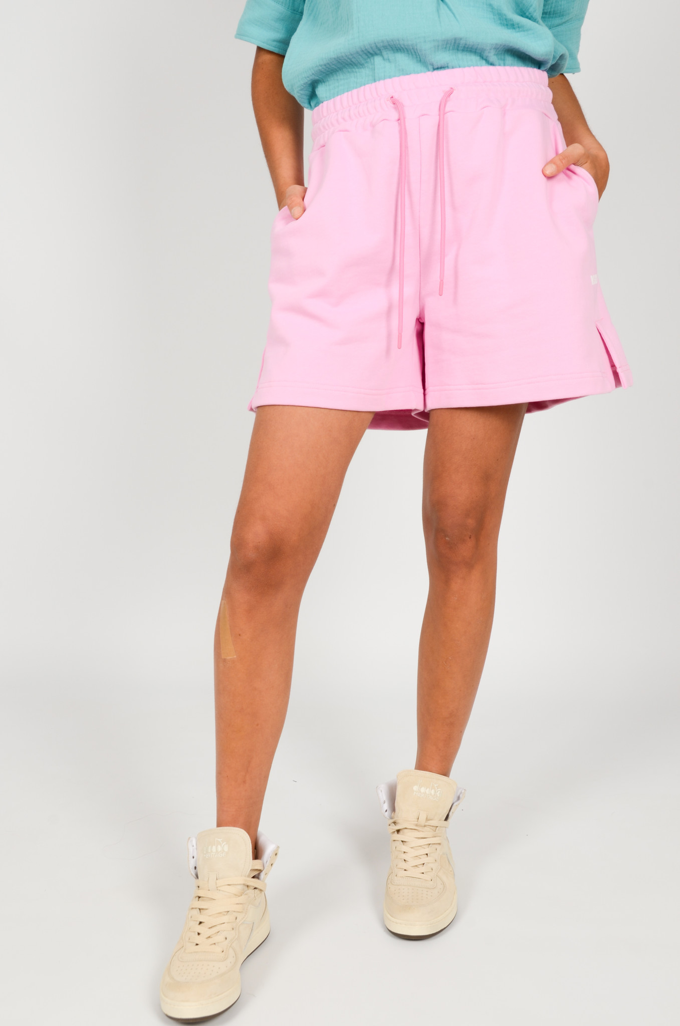 SWEAT SHORTS IN PINK-4