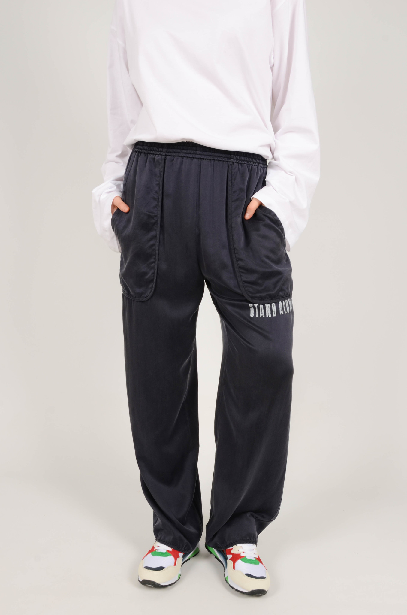 SILK TRACKSUIT PANTS IN NAVY-2