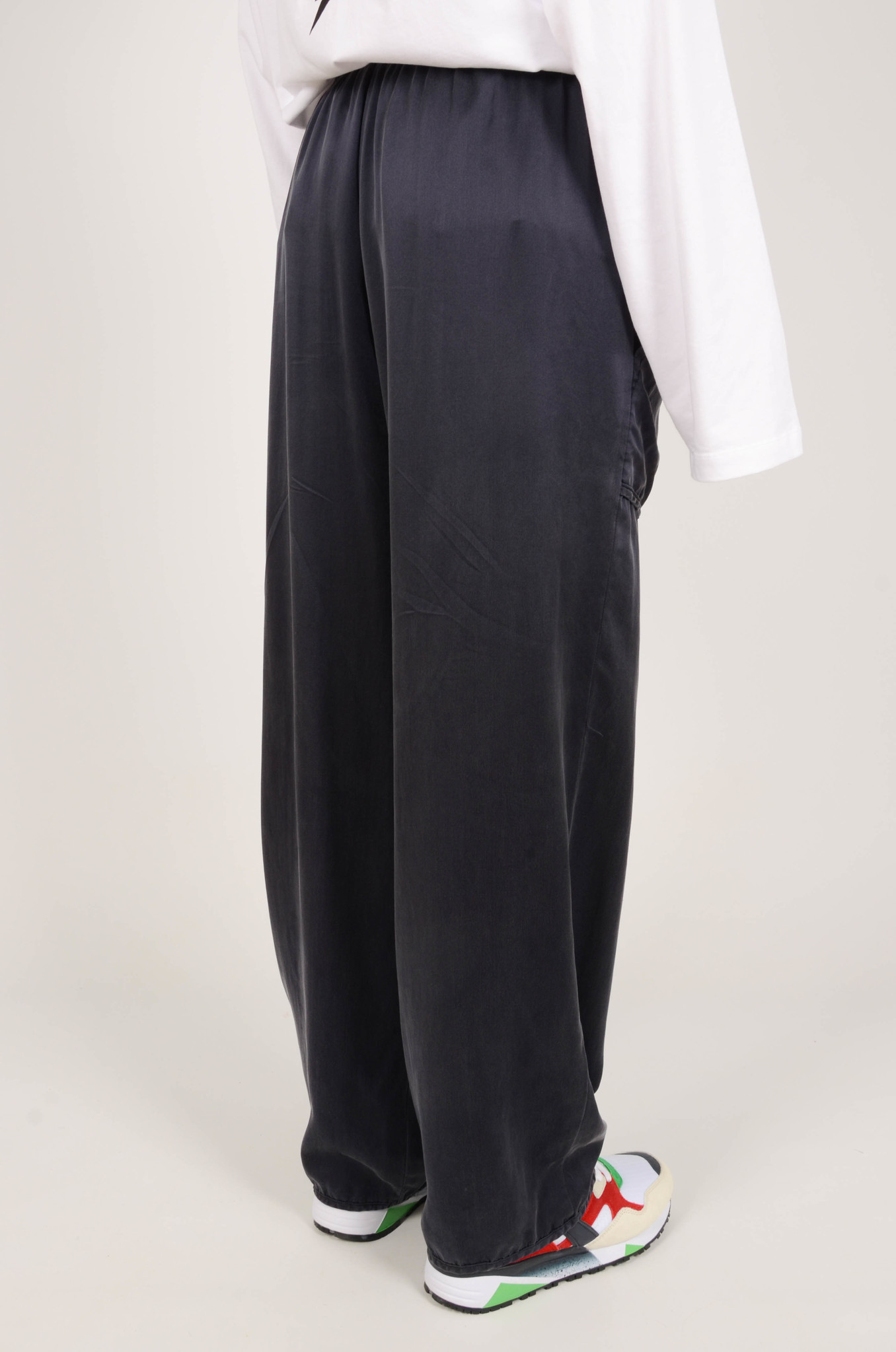 SILK TRACKSUIT PANTS IN NAVY-4