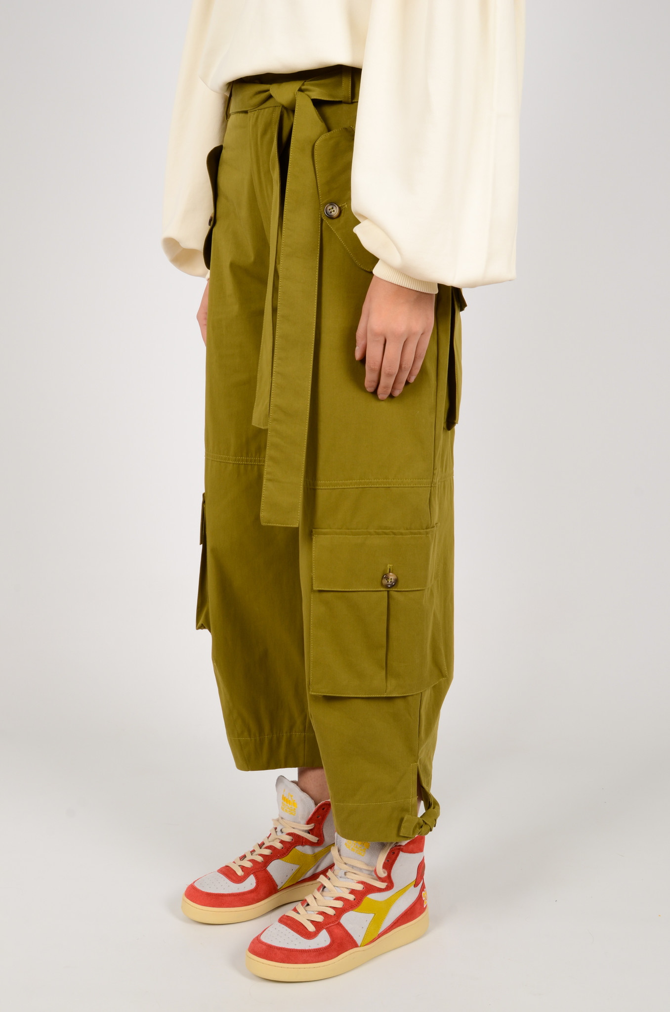CARGO PANTS IN OLIVE GREEN-2