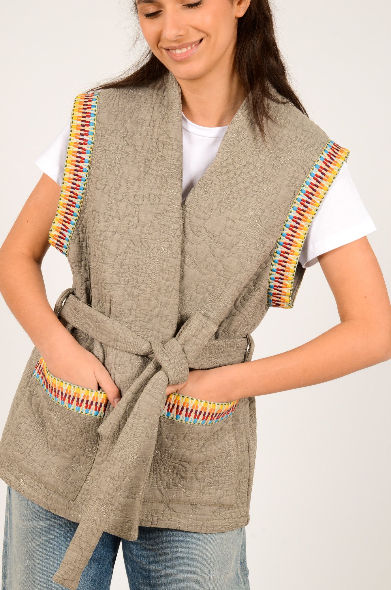 QUILTED SLEEVELESS JACKET GREY-2