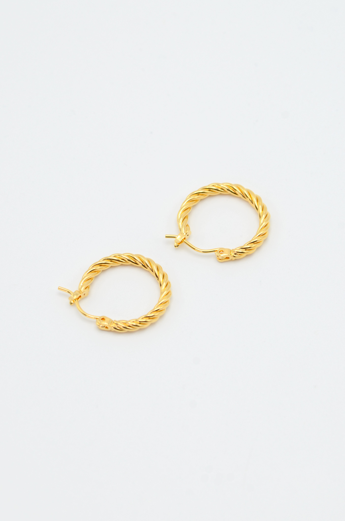 SMALL TWISTED  HOOPS-2