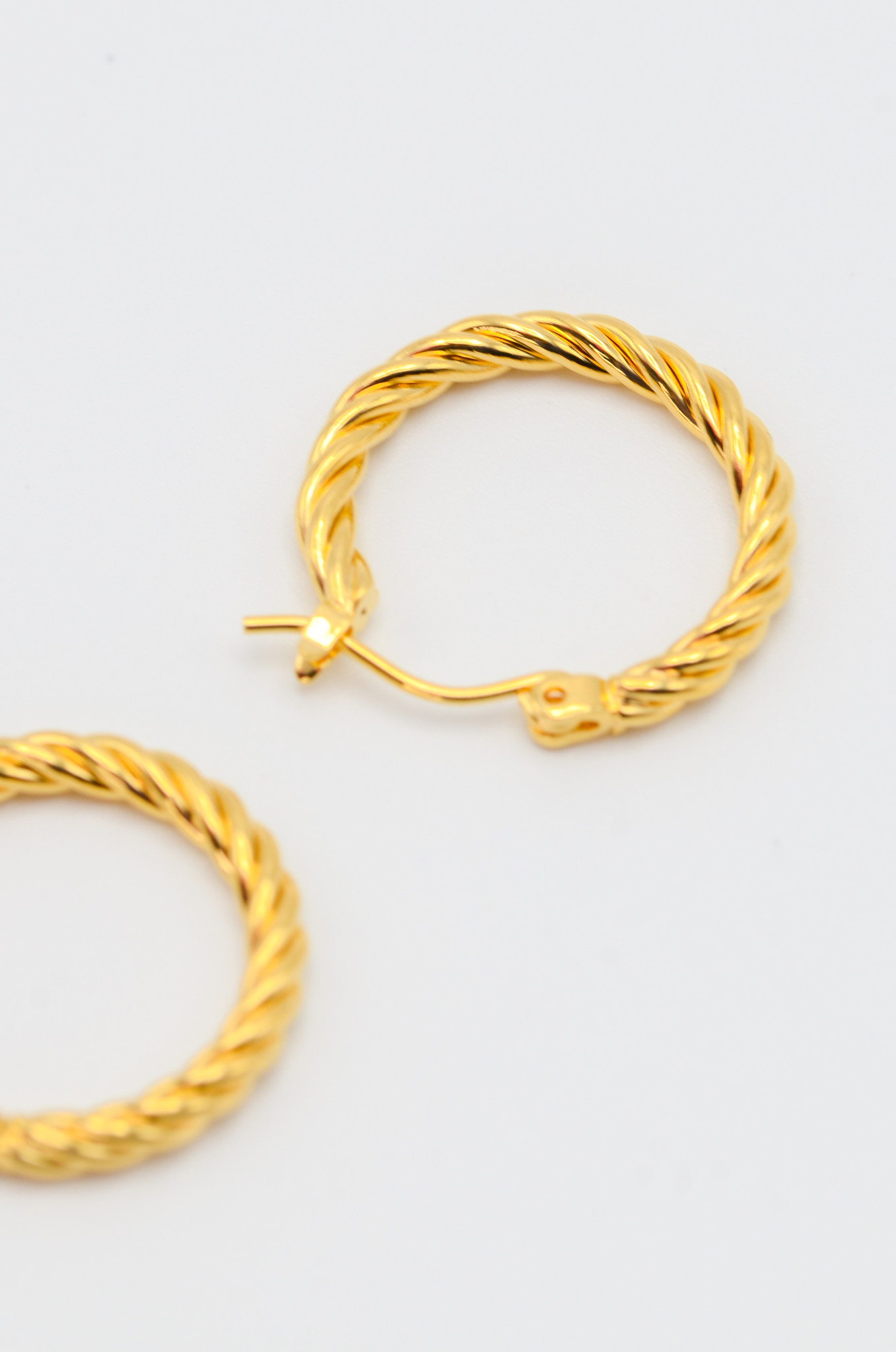 SMALL TWISTED  HOOPS-1