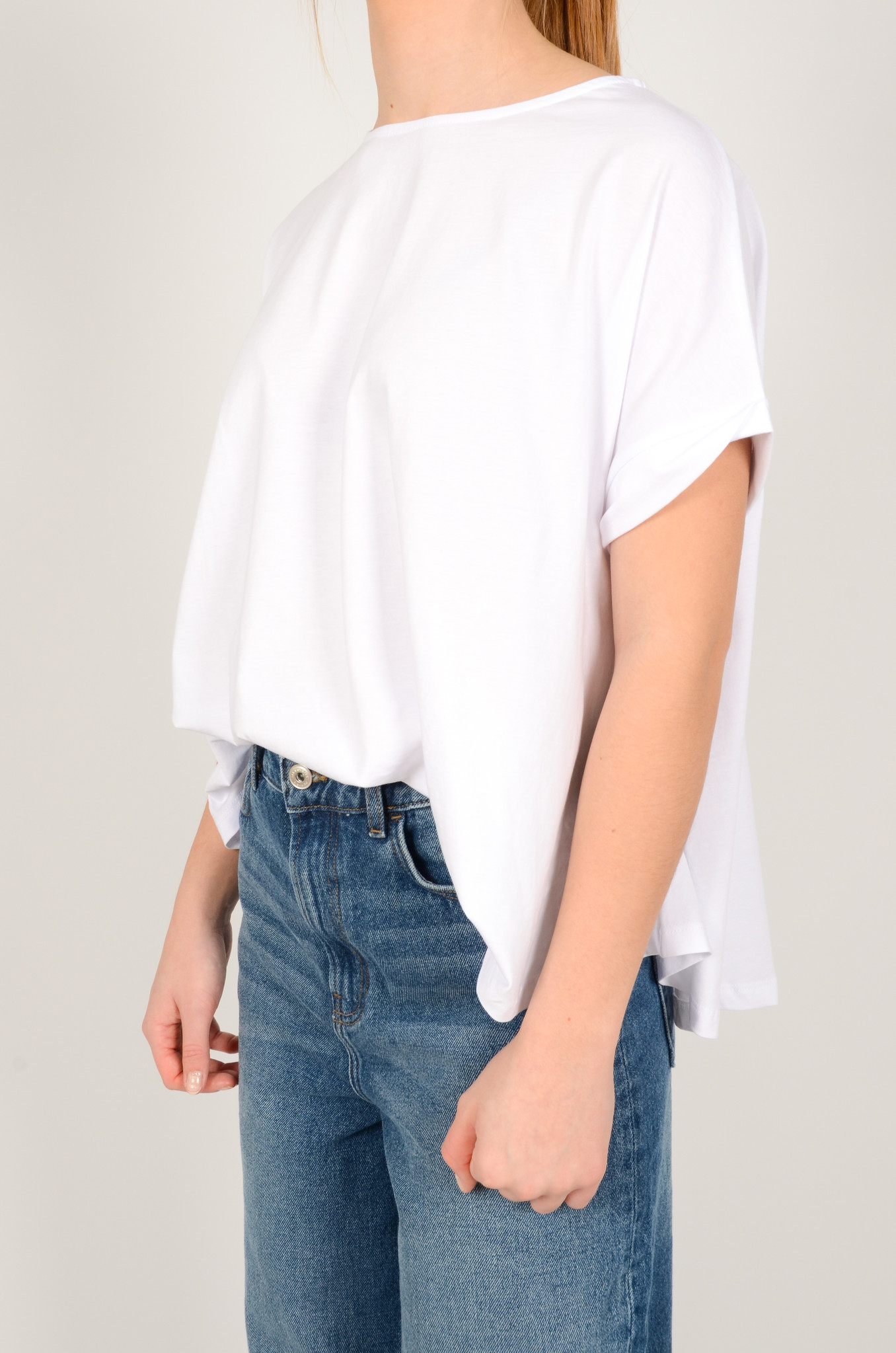 A SHAPE TEE IN WHITE-2
