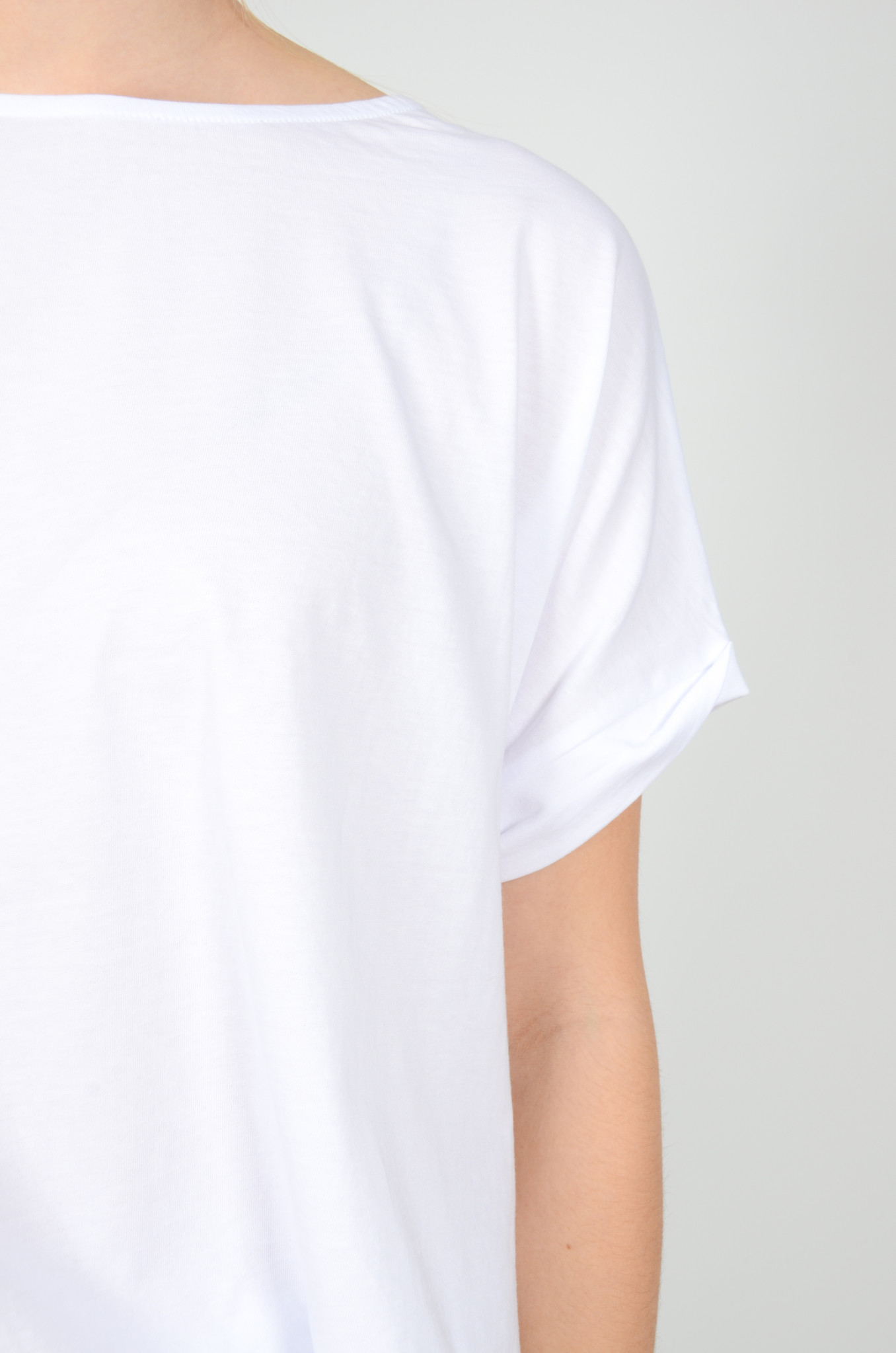 A SHAPE TEE IN WHITE-4