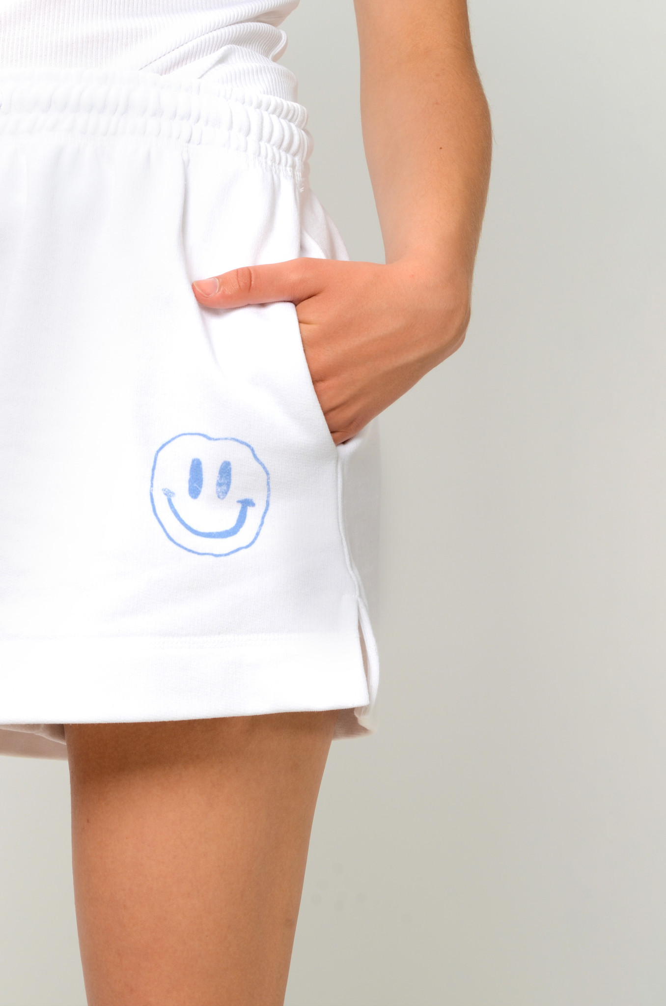 SMILEY SWEAT SHORTS IN HEATHER-5