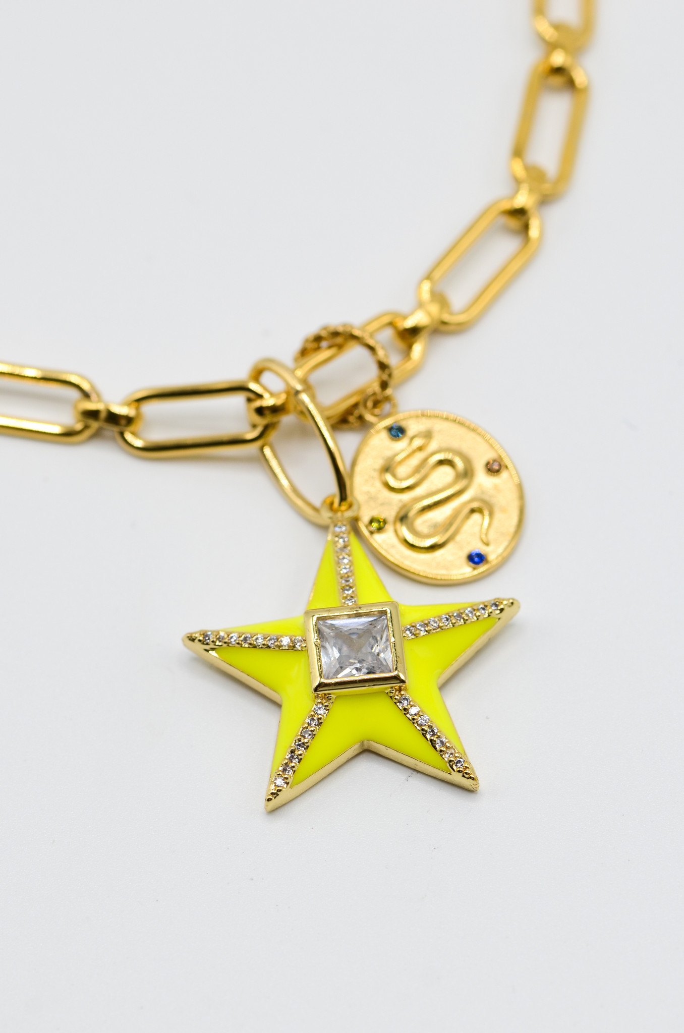 STAR NECKLACE IN NEON YELLOW-1
