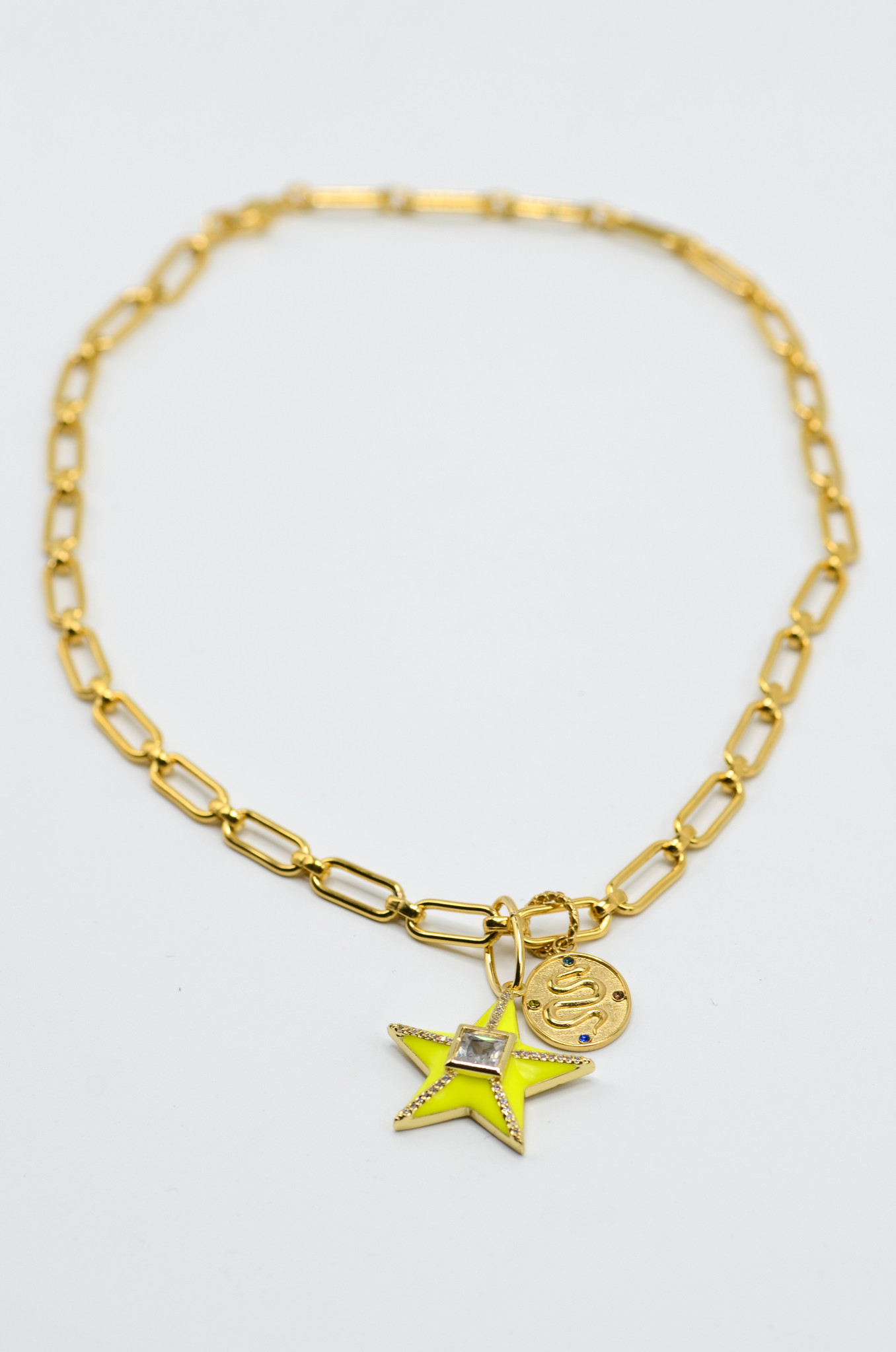 STAR NECKLACE IN NEON YELLOW-2