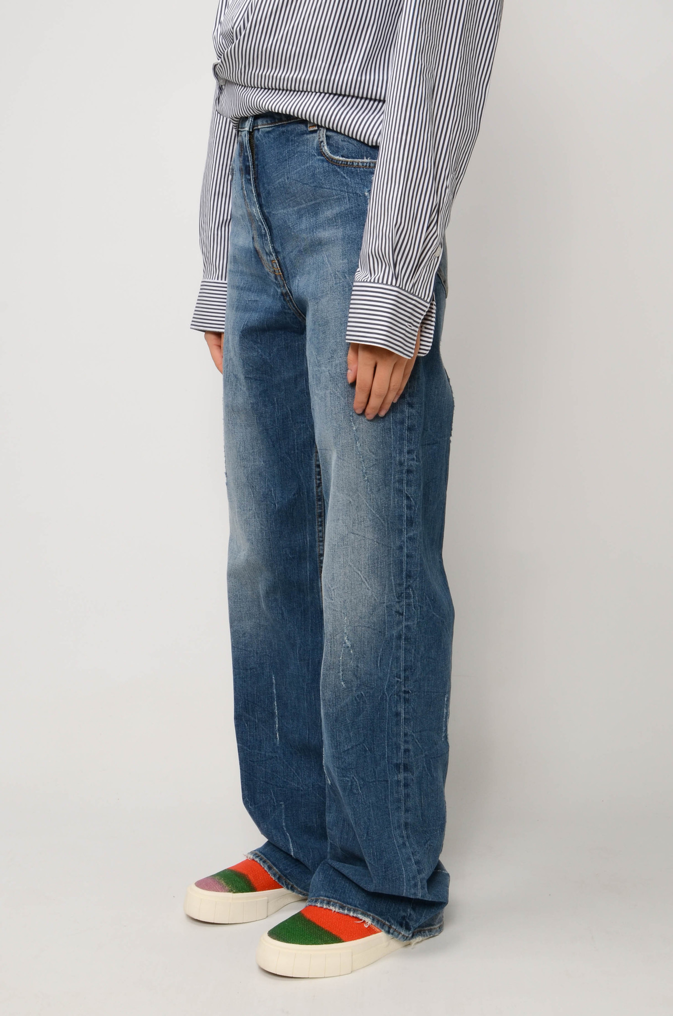 FADED STRAIGHT JEANS IN MEDIUM BLUE-3