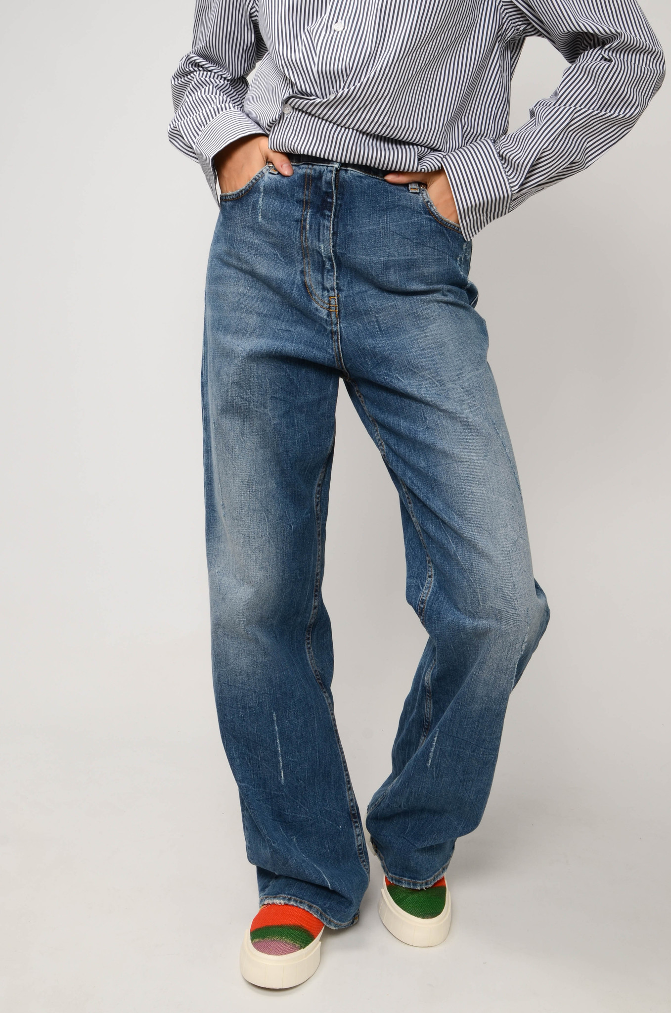 FADED STRAIGHT JEANS IN MEDIUM BLUE-6