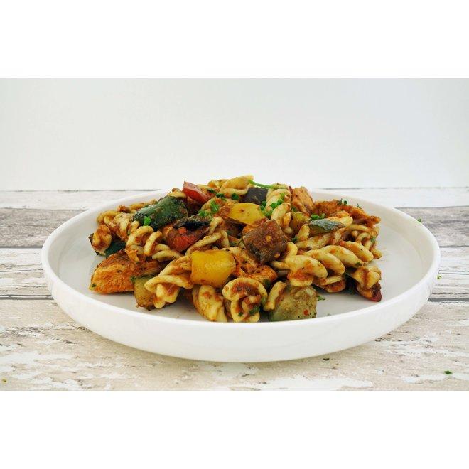 Fusilli-Gegrilde Groente-Kip in Tomatensaus (per 3 stuks)