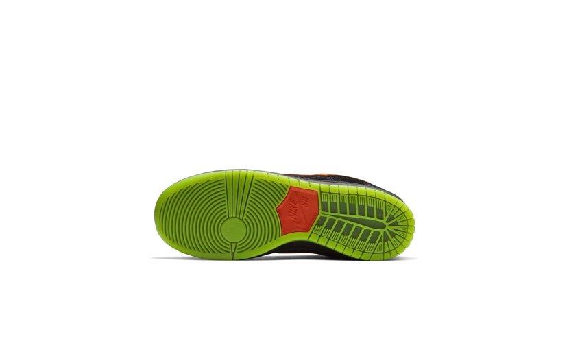 Nike SB Dunk Low 'Night of Mischief'