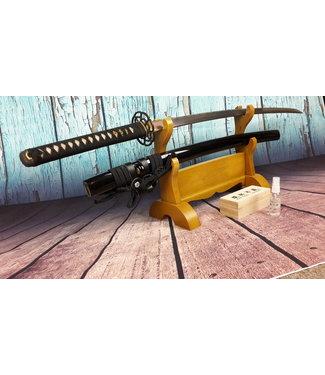 Samurai zwaard met zwaarden standaard en onderhoudset