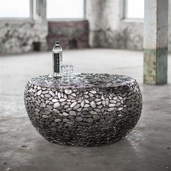 Salontafel uitgevoerd in kiezelstenen van staal / Antiek Nikkel
