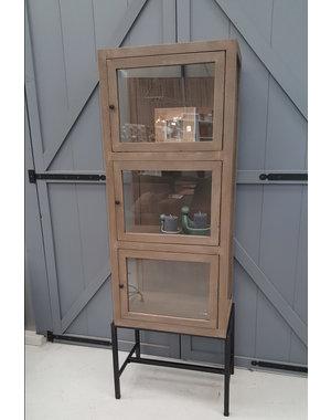 Houten Meubel Outlet Vitrinekast van mangohout met 3 deuren
