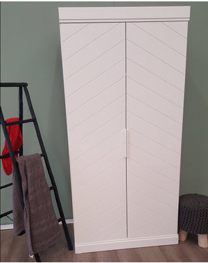 Houten Meubel Outlet Garderobekast visgraat wit 2 deurs