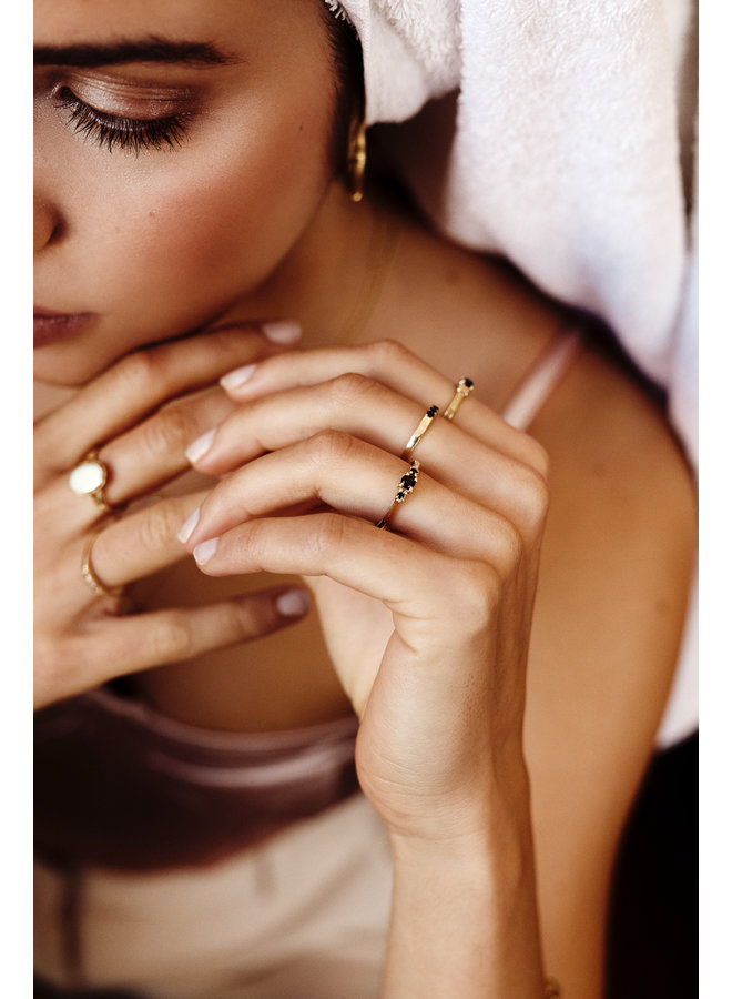 Flawed - Oval Souvenir Ring Ivory - Gold Plated
