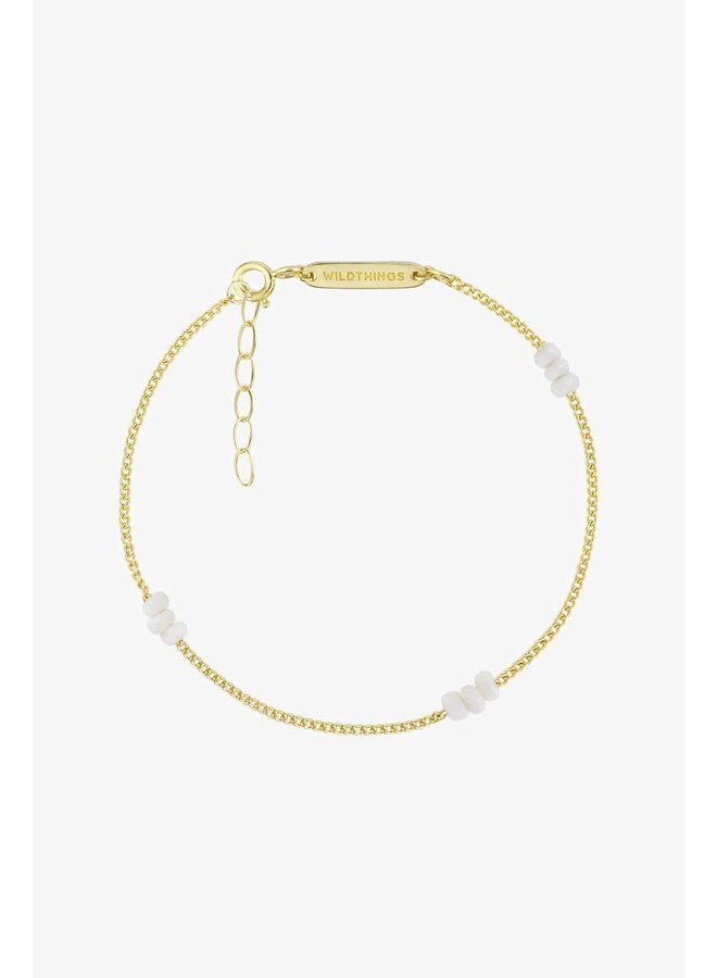 WILDTHINGS - Triple White Beads Bracelet - Gold Plated